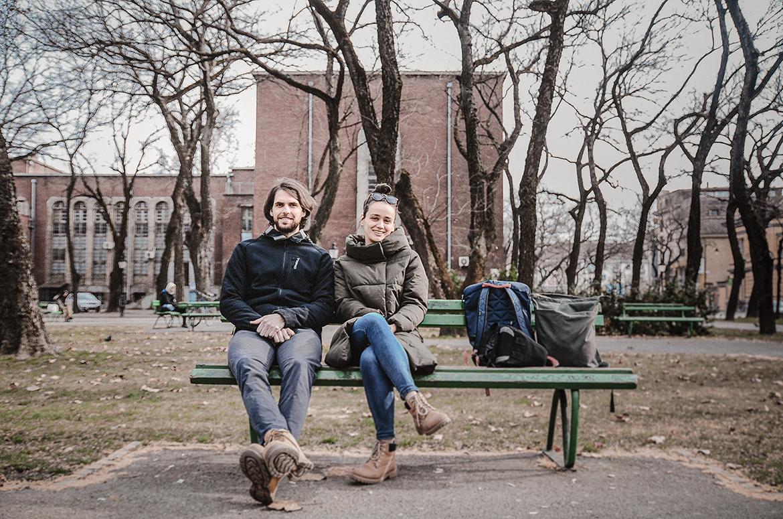 Király Adrienn és Szalai Bálint vagyunk, tervezők és az itthon. alapítói