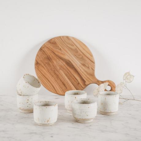 fehér kerámia csésze