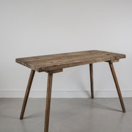 régi tömör fa asztal