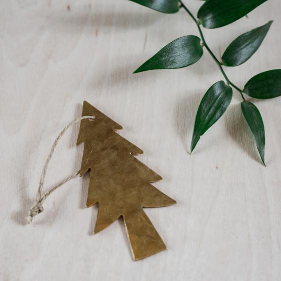 Fenyőfa alakú réz karácsonyfadísz