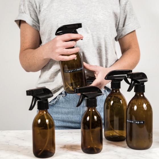 Barna üveg, spriccelővel