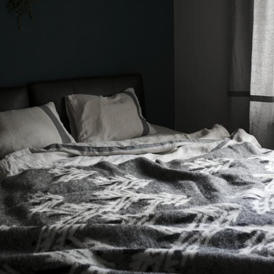 Gyapjú takaró, erdő mintás