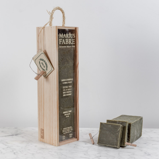 Marseille szappan, 2,5kg, fa dobozban szappanvágóval