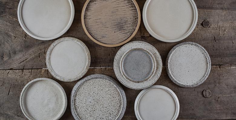 Pauza kerámia tányérok Kontor Enikő kezéből